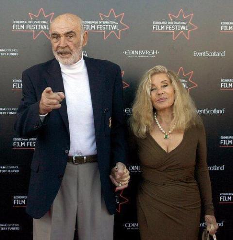 39 Шон Коннери с женой