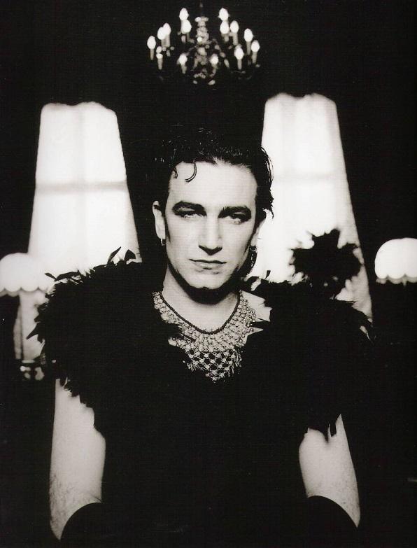 Мне нравится группа U2 - конечно, не до такой степени, как Queen - пл
