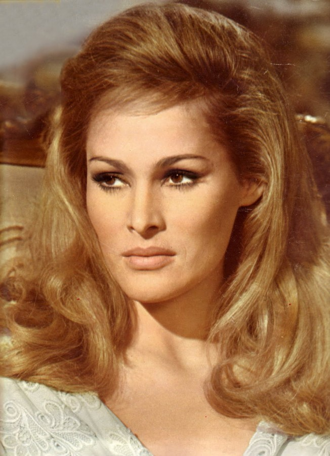 ursula-andress-ursula-andress-32555845-1160-1600