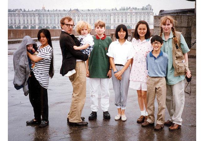 7д  Миа Фарроу и Вуди Аллен с кучей детей