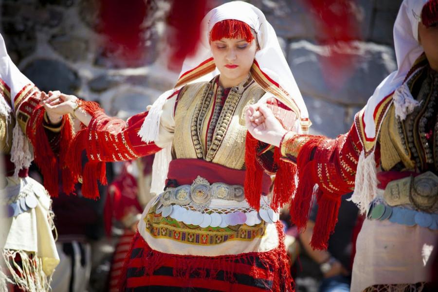 2 Македония