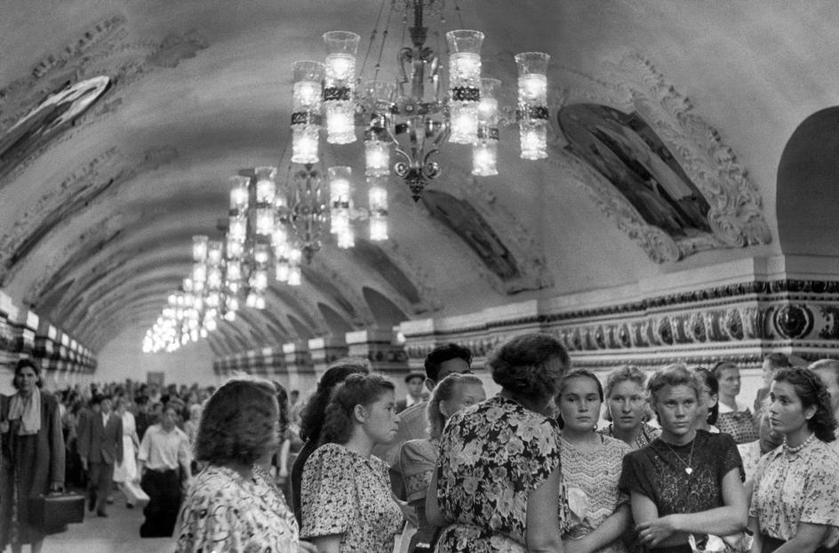 1954 Москва приезжие в Метро