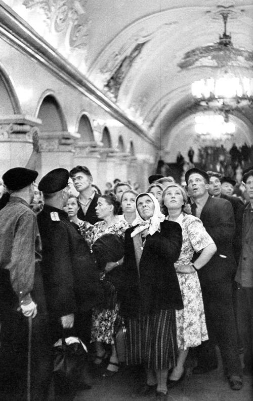 1954 Москва, В метро