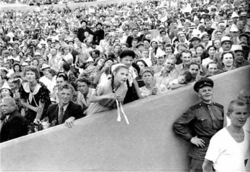 1954 Москва. На стадионе