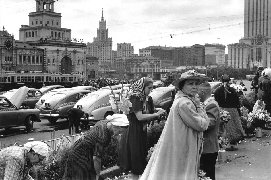 1954 Площадь у трех вокзалов