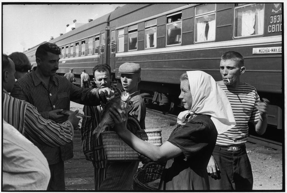 1972 Торговля у поезда Москва-Минеральные воды