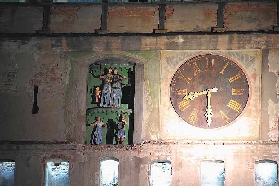 18 Часы на башне