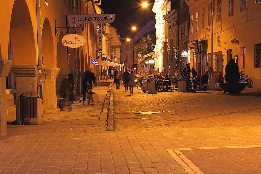 52 улица Республики ночью