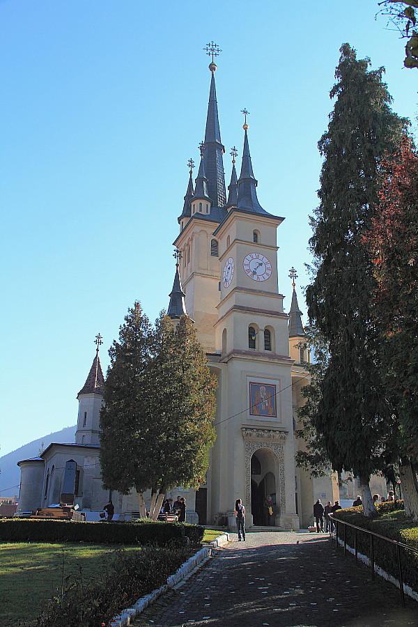 16 Церковь Святого Николая (рум. Biserica Sfântul Nicolae) — румынская православная церковь в Брашове, в историческом районе Шкей.