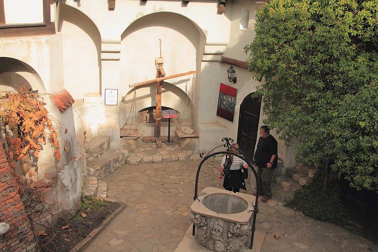 18 Древний колодец в замке