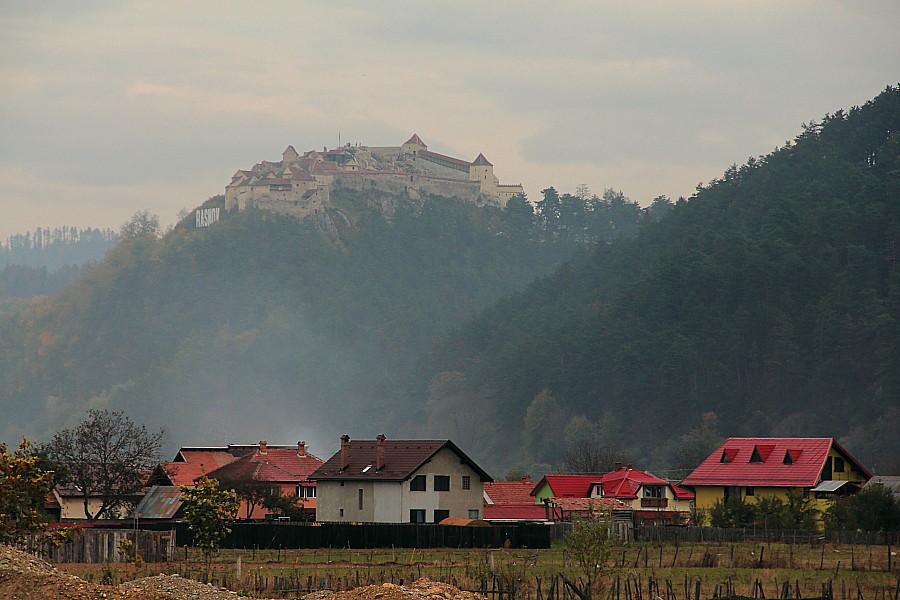 1 Как и 8 веков назад гордо возвышается крепость Рышнов.