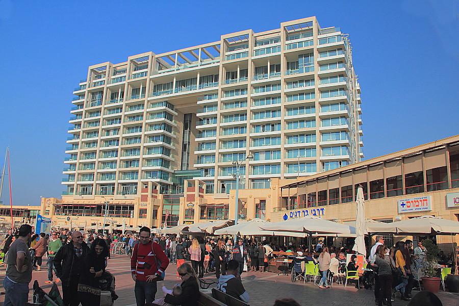 2 Торговая площадь у яхт-клуба.