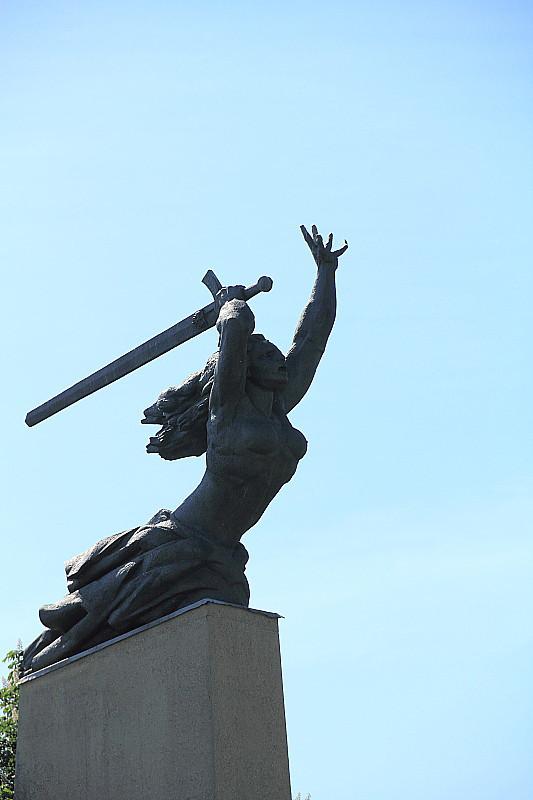33 DPP_968257 Ника  - Pomnik Bohaterów Warszawy