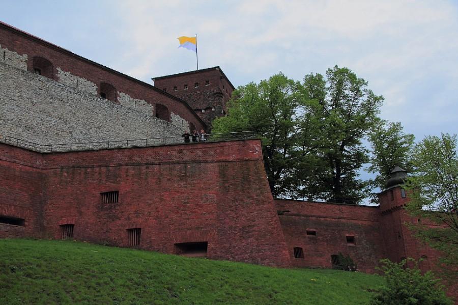 11 DPP_9682464 Папский флаг над Вавелем