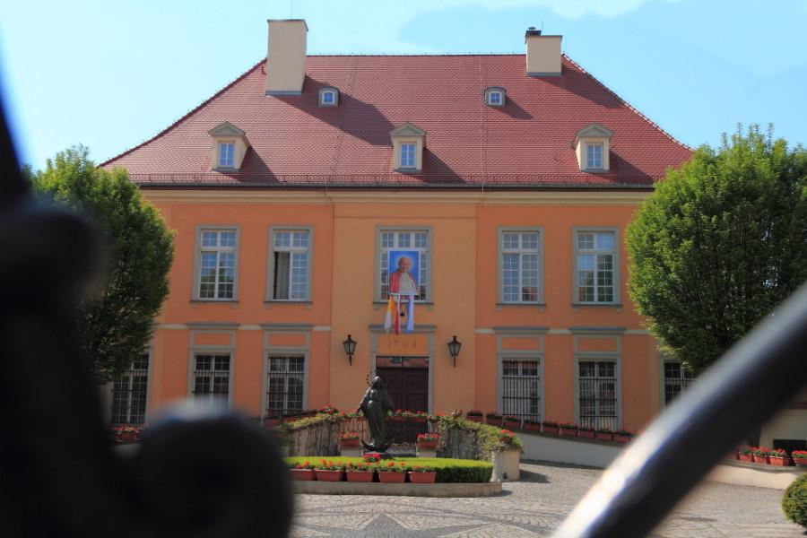 13 IMG_3862m Archbishop Residence