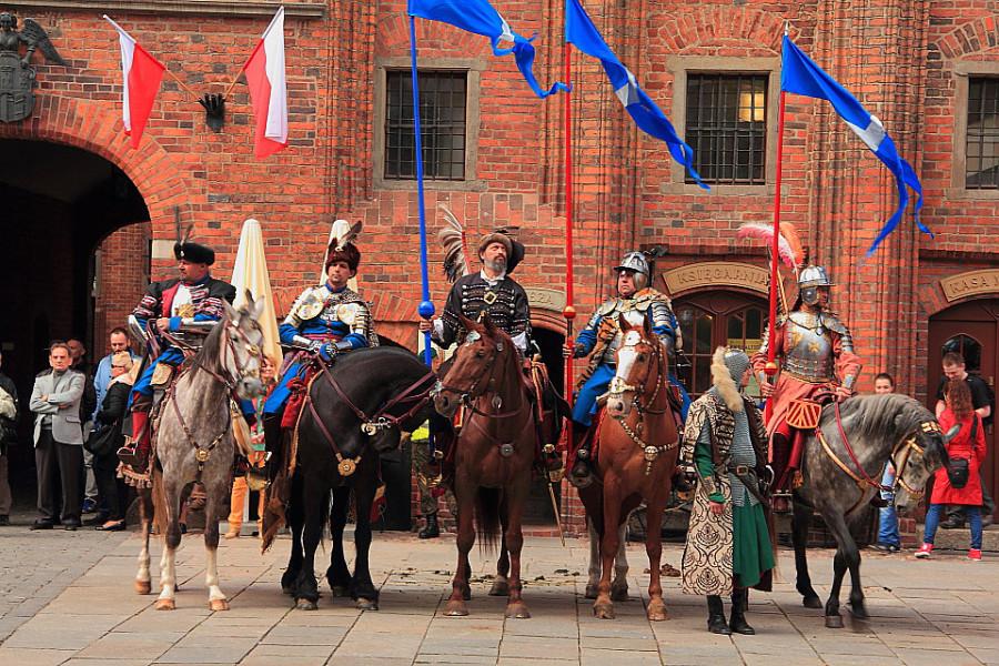 6 IMG_3975m Костюмированное представление у Ратуши в День конституции Польши