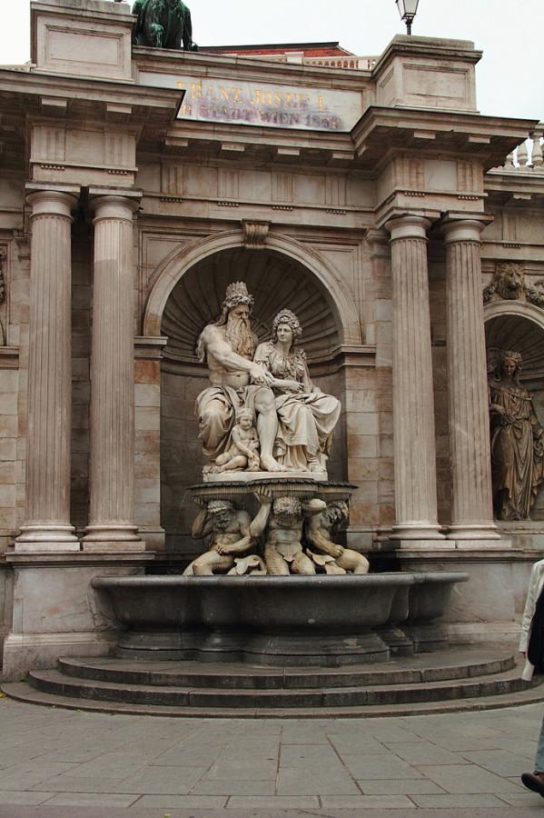 15 IMG_ Часть памятника эрцгерцогу Альбрехту