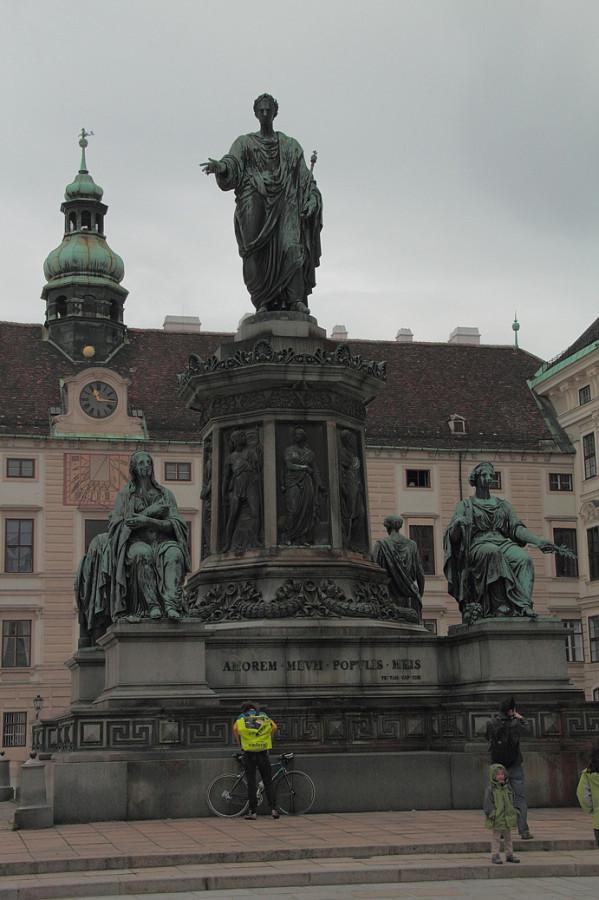 13 IMG_8959mm Старый Хофбург. Памятник кайзеру Францу I.,