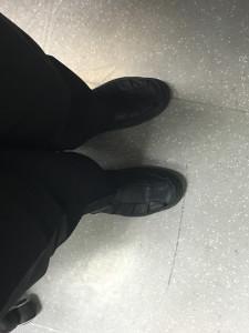 В носках и сандалях