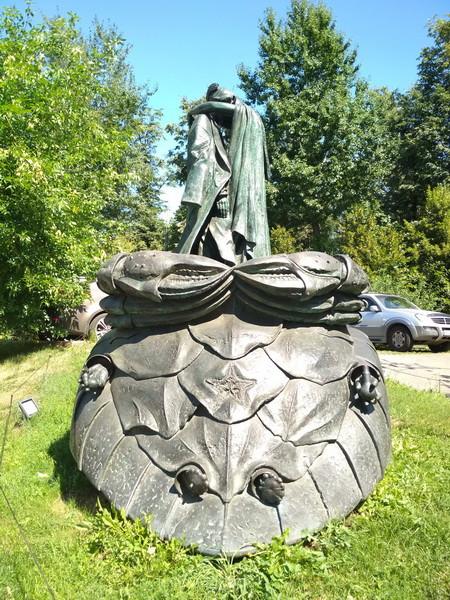 памятник МиМ4