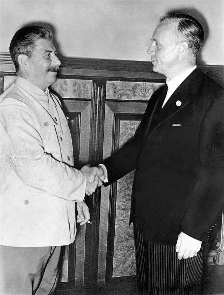 """""""Готовый к услугам"""" Сталин просился в банду. Но Гитлер его не взял"""