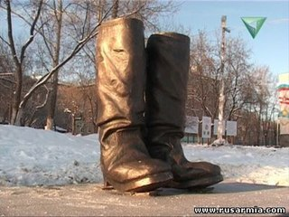 САПОГИ_Памятник