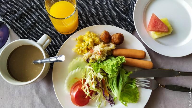 Отель Welcome Jomtien в Паттайе. Мой традиционный завтрак в отеле. Фото: Саша Савичева.