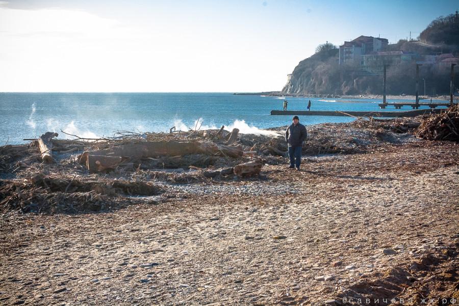 Пляж Архипо-Осиповки после шторма
