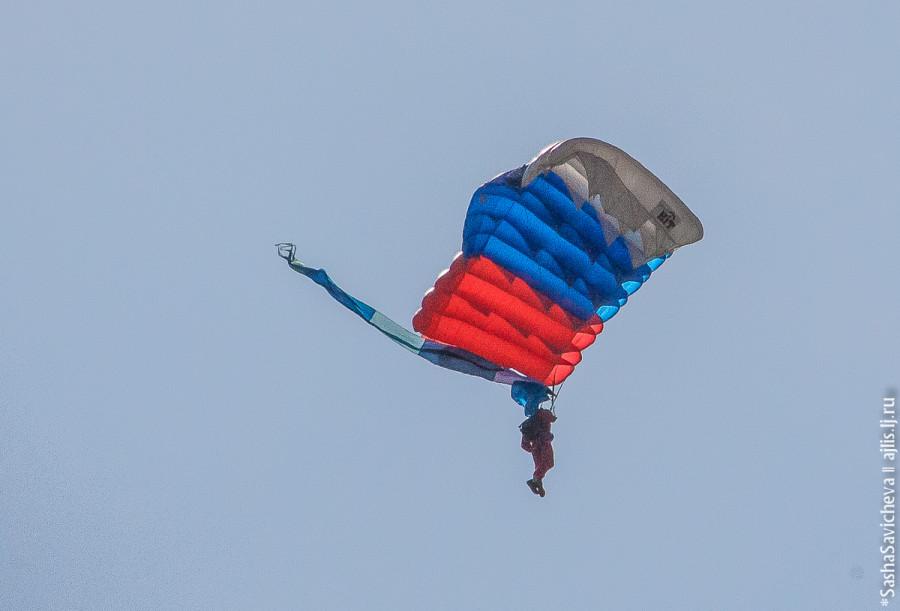 Парашютисты в ростовском небе