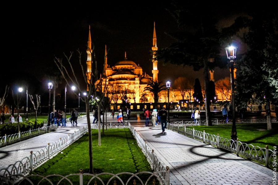 Стамбул: площадь Султанахмет вечером