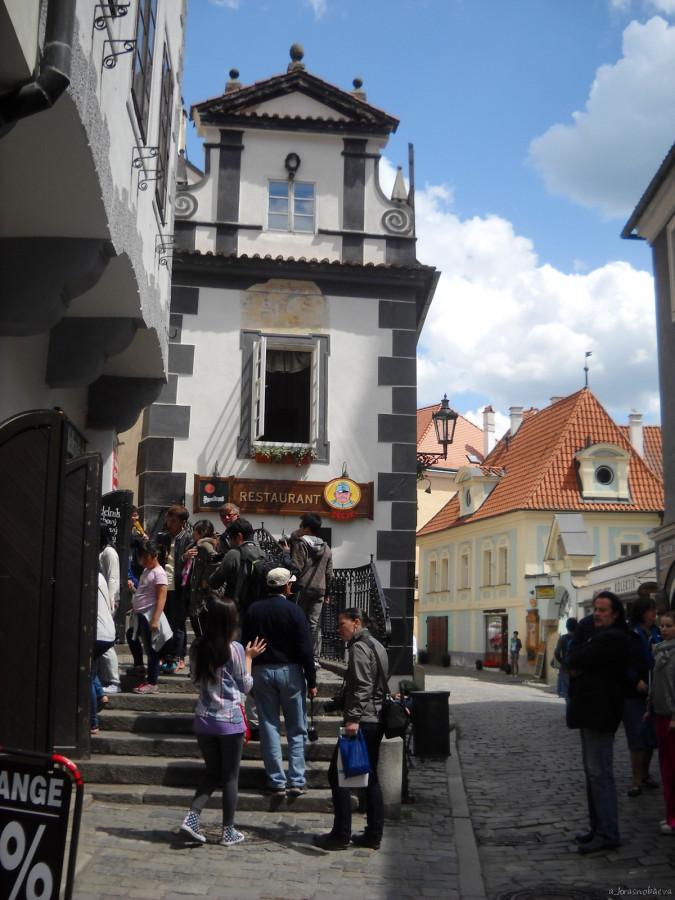 DSCN3516 Латран, сход с замковой лестницы, ресторан У Швейка