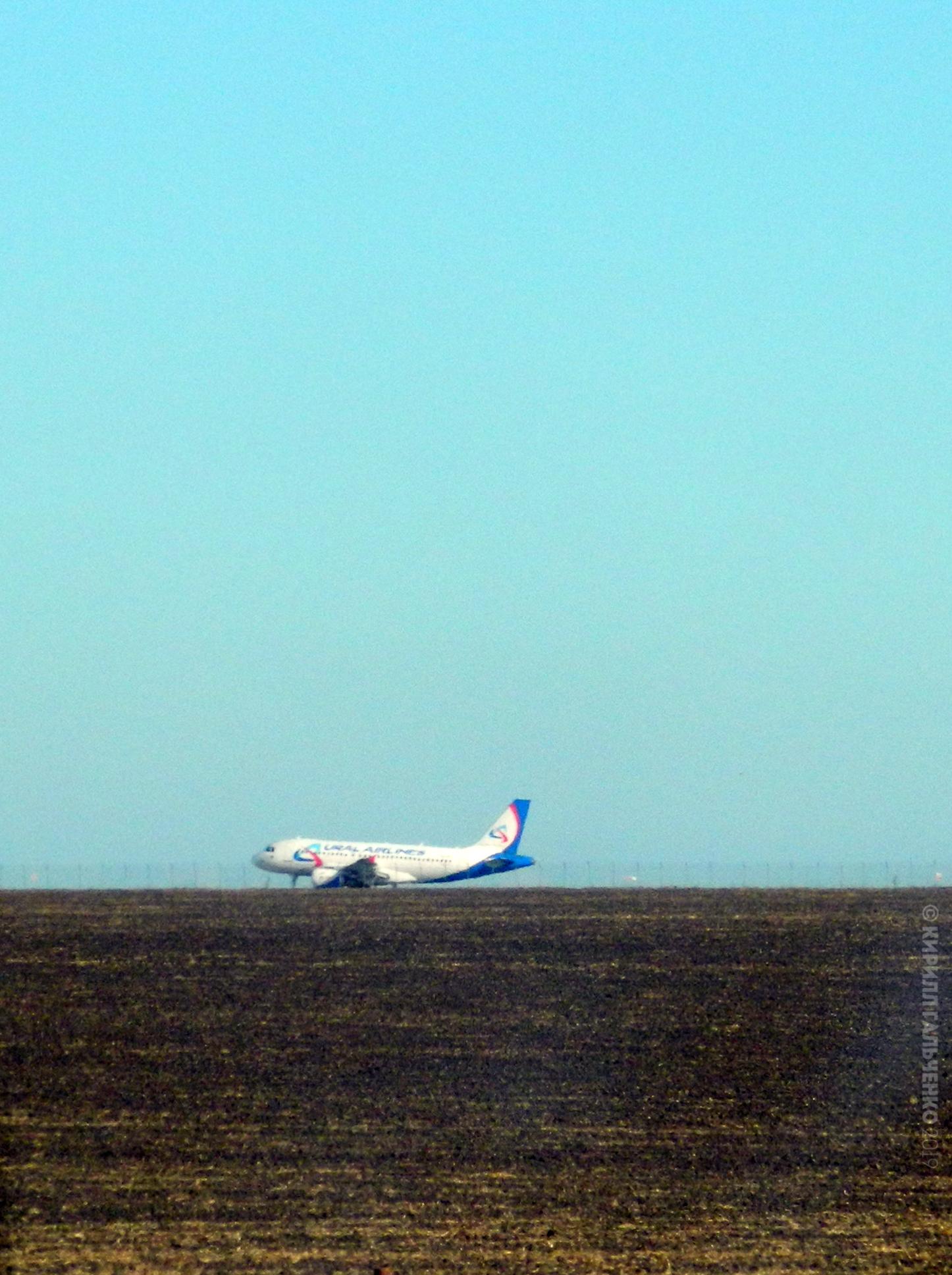 А318 Уральских Авиалиний взлетает из Сарафово, Болгария.