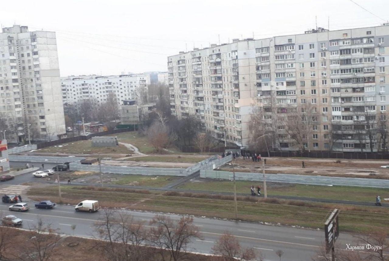 Венткиоск метро оказался недоступным из-за стройплощадки очередного ТРЦ, который будет находится над тоннелями Салтовской линии.
