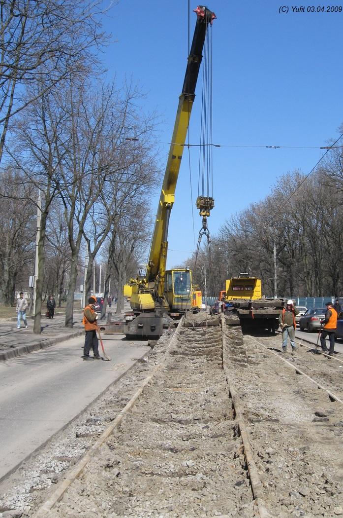 Фото: 3 апреля 2009 года, через месяц после остановки пассажирского движения по Пушкинской.