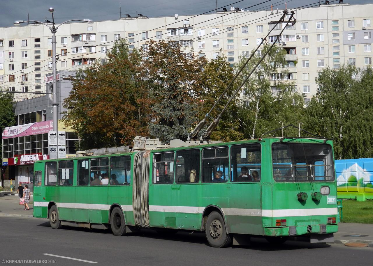 Троллейбус ROCAR-E217 в день открытия для пассажиров ст.м. Победа, 25 августа 2016 года. Через три месяца он будет отставлен от работы, а утилизировали его лишь спустя год.