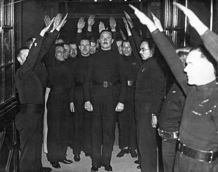 Sir Oswald Mosley with his krew.