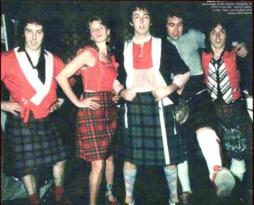 Paul McCartney вингз 75wings_kilts1b.jpg