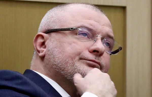 Автор запретительных законов Андрей Клишас владеет домом в Швейцарии