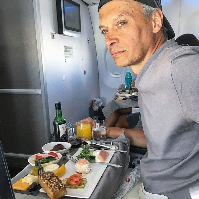 Фото сделано на борту самолёта компании Turkish Airlines.