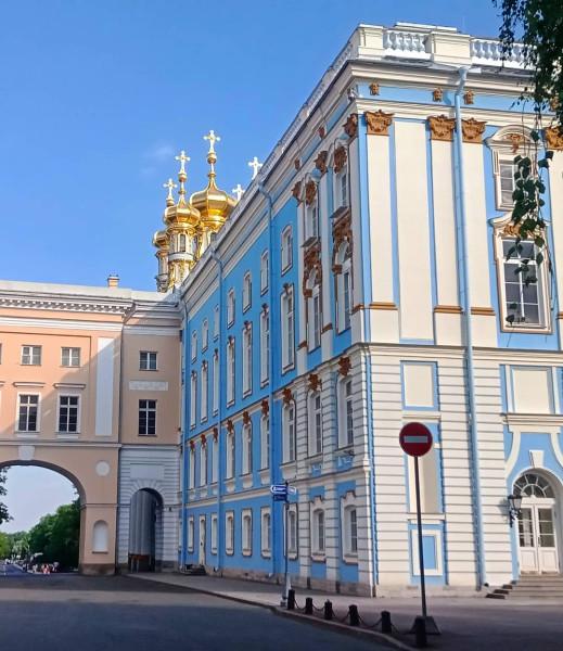 """Этот дворец в городе Пушкин находится всего в 15 км от моего дома в Московском районе Петербурга.Было бы глупо не воспользоваться этим обстоятельством и не связать два города одним веломаршрутом. Час езды  в среднем темпе и вы в этом уютном и по своему провинциальном городке носящем имя великого """"чёрного солнышка русской литературы"""""""