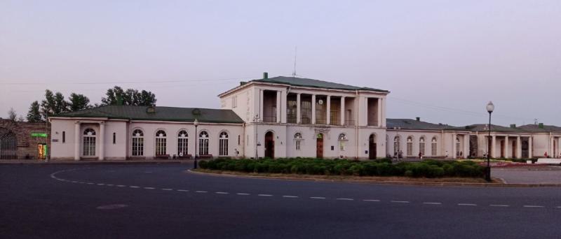 ж/д вокзал и привокзальная площадь в Пушкине