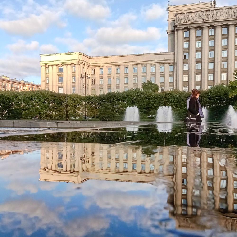 Отражения, фонтаны, архитектура