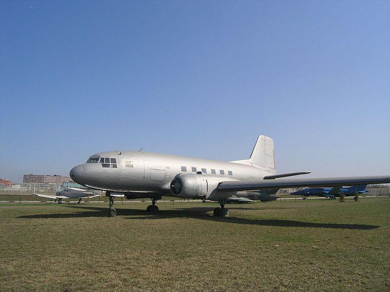 800px-Ilyushin_Il-14_in_Technical_museum_Togliatti-0905