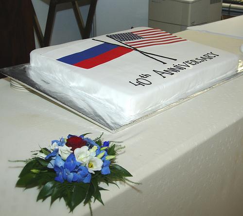 Праздничный торт в честь 40-летия Консульства