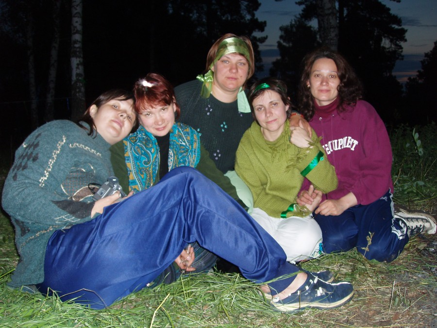 Девчонки перед ритуалом Даждьбогу