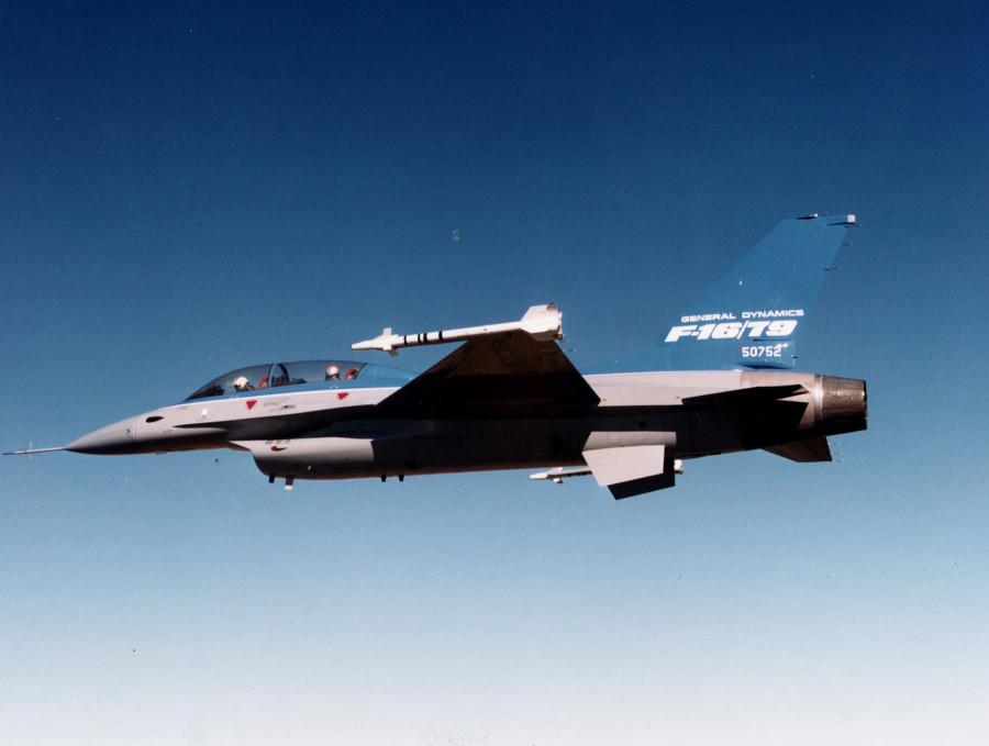F-16B_J79