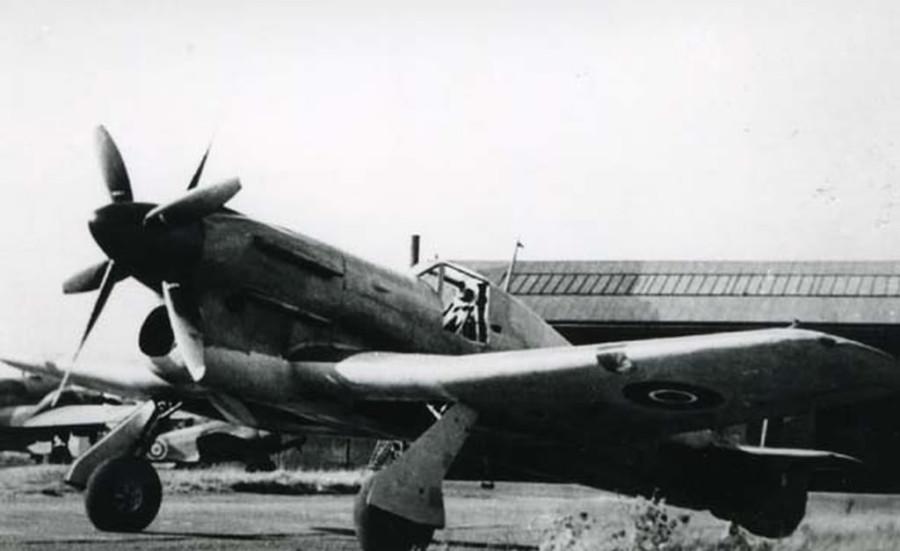 Hawker-Tornado-R7936-contra-rotating