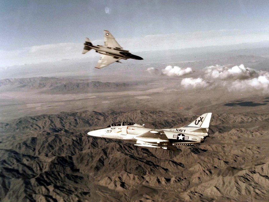 TA-4J_Skyhawk_and_F-4_Phantom_during_air_combat_maneuvering_1980