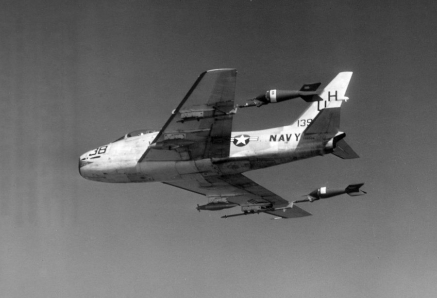 FJ-4_VU-7_with_towed_aerial_targets_1960