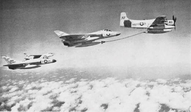 F4D-1_inflight_refueling_NAN5-61